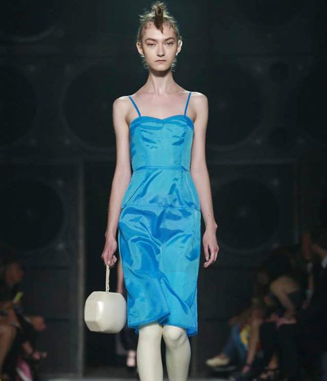 mannequin maigre défilé fashion week